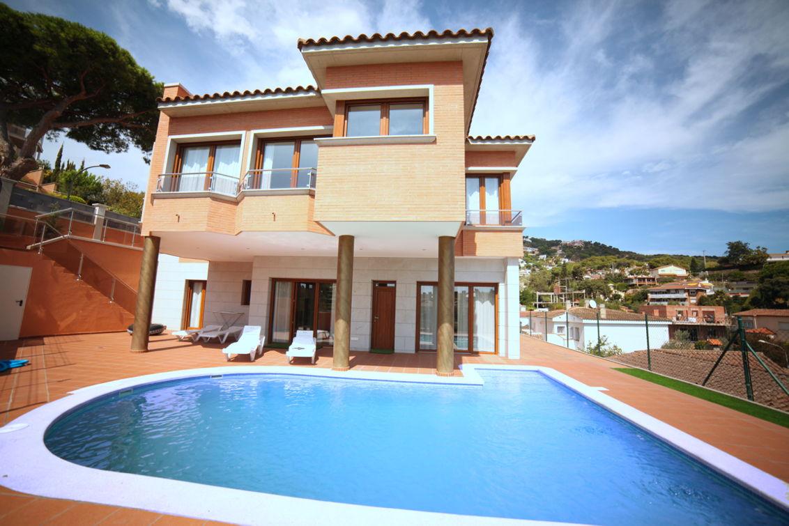 location villas lloret de mar 1347 1439406700532. Black Bedroom Furniture Sets. Home Design Ideas